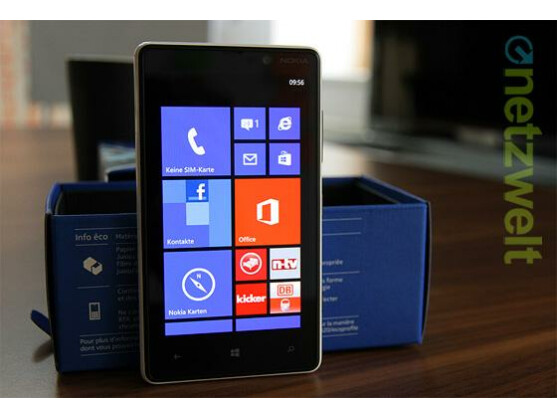 Das Nokia Lumia 820 ist in der netzwelt-Redaktion eingetroffen.
