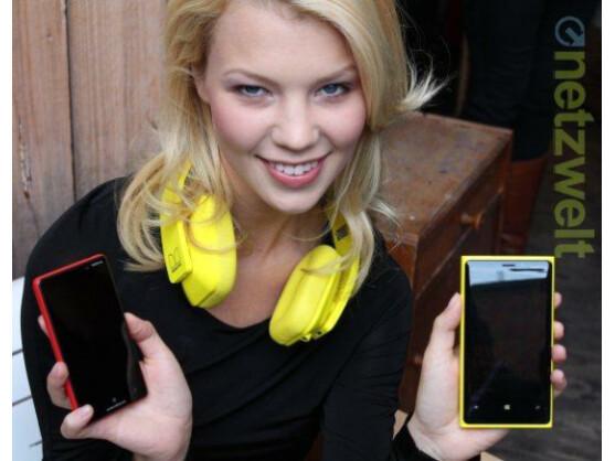 Das Nokia Lumia 820 (links) und das Nokia Lumia 920 (rechts) sind ab dem 5. November im Handel erhältlich.