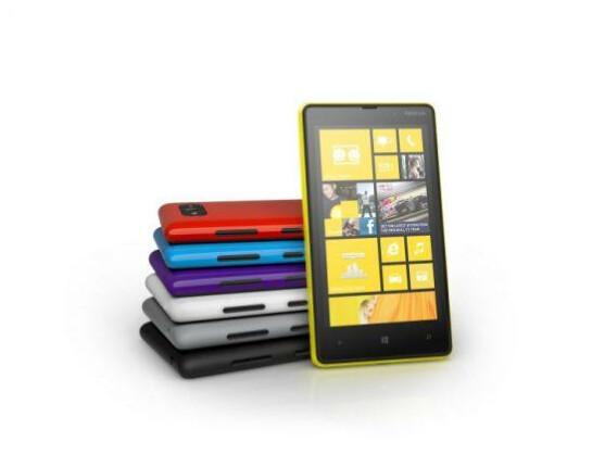 Nokia präsentiert mit dem Lumia 820 ein Mittelklassen-Smartphone mit Windows Phone 8 vor.