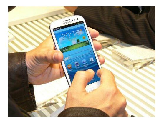 Per Vibration informiert das Galaxy S3 den Nutzer über verpasste Anrufe, sobald er es in die Hand nimmt.