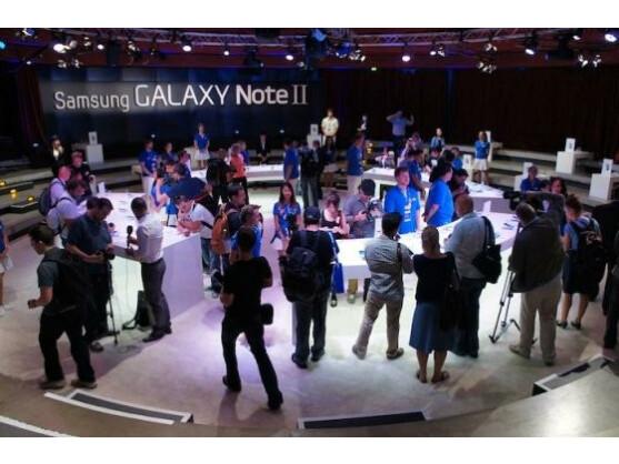 Die Ruhe vor dem Sturm: Der Andrang im Tempodrom auf die Samsung-Neuhieten war groß.