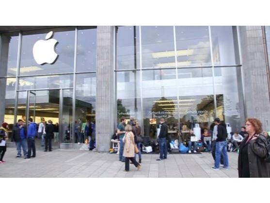 Erneut beschweren sich Apple Store-Mitarbeiter über schlechte Arbeitsbedingungen.