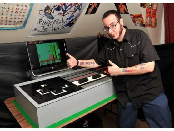 Julius von Brunk fertigte den riesigen NES-Controller in sechs Monaten.