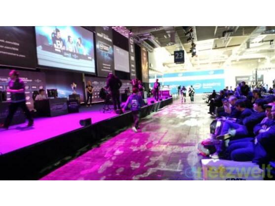 Fans des eSports bei den Intel Extreme Masters auf der Cebit.