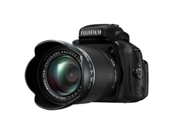 Die Fujifilm FinePix HS50EXR bietet eine enorme Brennweite.