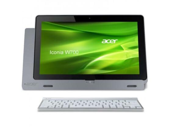 Geht als vollwertiges Notebook durch: Acer Iconia W700 mit Dockingstation und Bluetooth-Tastatur.