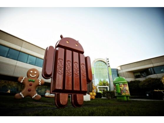 Auch vor dem Google-Hauptquartier steht bereits ein Android im KitKat-Look.