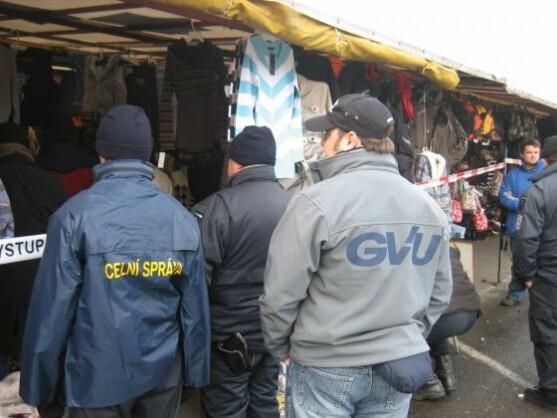 Mitarbeiter der GVU, hier bei einer Razzia in Tschechien am 9. November 2007, half der Generalstaatsanwaltschaft Dresden bei den Ermittlungen gegen 1load.net.