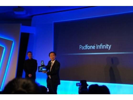 Jonney Shih präsentiert das Asus PadFone Infinity.