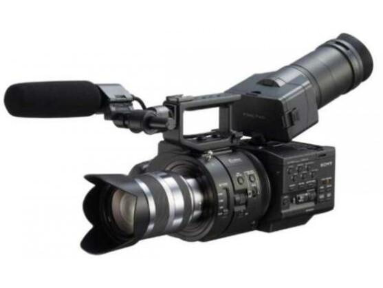 Wo kommen die 4K-Inhalte her? Zum Beispiel von der Ultra HD-Kamera NEX-FS700 von Sony.