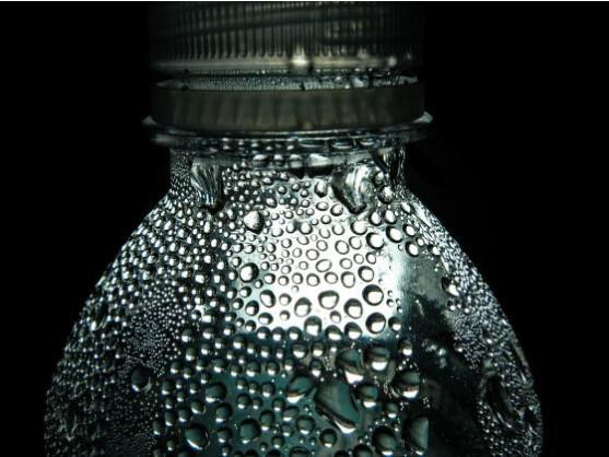 Der neue Film wird aus dem gleichen Material wie Plastikflaschen hergestellt.