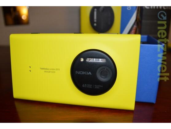 Das Nokia Lumia 1020 bietet eine 41-Megapixel-Kamera. Die Smartphonehersteller verbessern kontinuierlich die Digitalkameras in ihren Modellen. Das hat zur Folge, dass mehr Bilder als je zuvor gemacht werden, aber günstige Kompaktkameras in der Bedeutungslosigkeit verschwinden könnten.