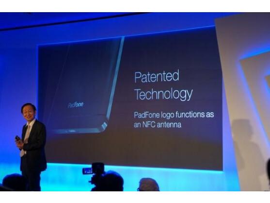 Beim PadFone ist der NFC-Chip in das Herstellerlogo integriert.