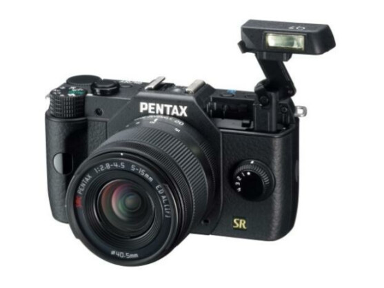 Die Pentax Q7 bietet einen größeren Sensor als ihr Vorgänger, ist jedoch immer noch äußerst kompakt.