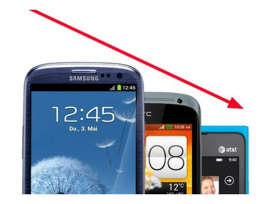 Der Preis für viele Top-Smartphones aus 2012 ist rapide gesunken. (Montage: netzwelt)