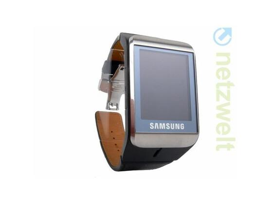 Samsung brachte bereits in 2010 eine Armbanduhr mit Internetanbindung auf den Markt.
