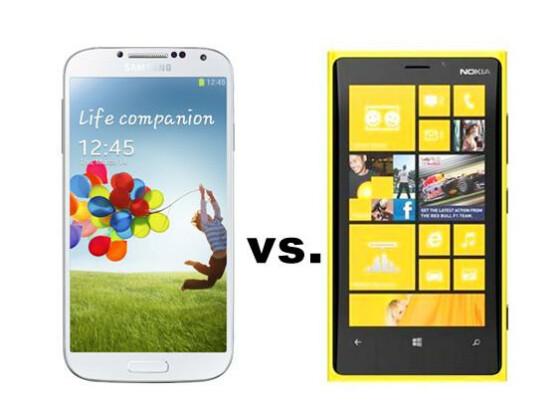 Das Samsung Galaxy S4 (links) trifft im netzwelt-Vergleich auf das Nokia Lumia 920 (rechts).