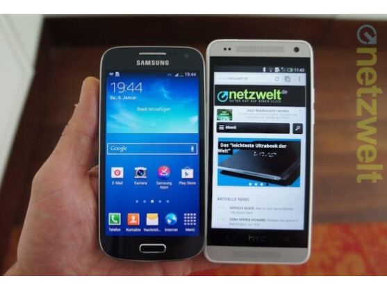 Das Samsung Galaxy S4 Mini (links) und das HTC One Mini (rechts) liefern sich ein erbittertes Duell um die Gunst der Käufer.