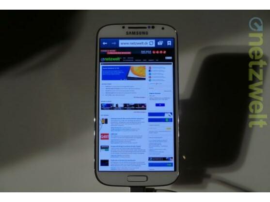 Im Samsung Mobile Store in Frankfurt am Main laufen die Vorbereitungen für den Marktstart des Galaxy S4 auf Hochtouren.