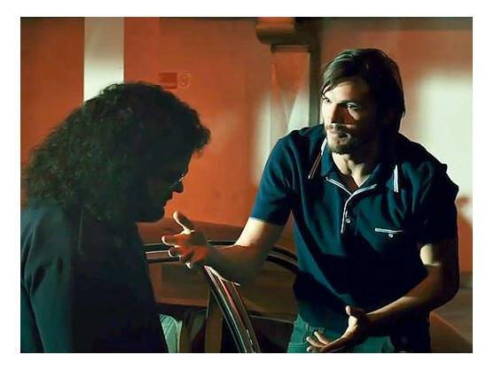 Das Video zeigt Ashton Kutcher in seiner Rolle als Steve Jobs.