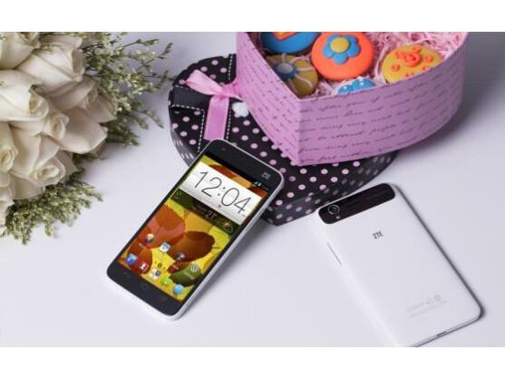 Das ZTE Grand S soll das flachste Full-HD-Quad-Core-Smartphone der Welt sein.