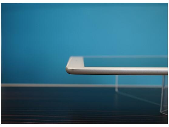 So sieht kein Billig-Tablet aus: Die Verarbeitung ist auf hohem Niveau. Beim Design hat Acer sich Inspiration bei Apple geholt. Wie etwa bei den geschliffenen Gehäusekanten.