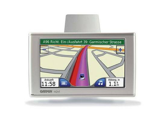 Günstiger und flexibler als Festeinbauten: Tragbare Navigationsgeräte