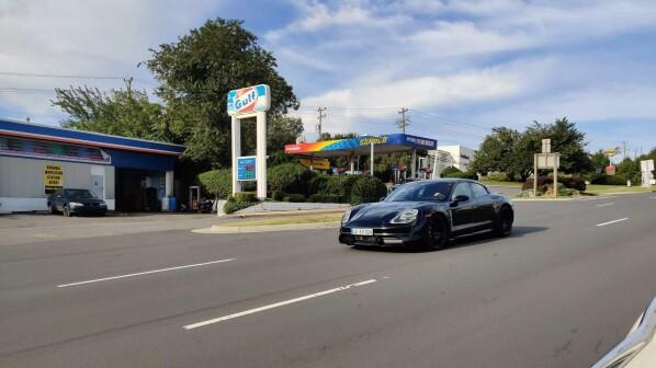 Erwischt: Porsche Taycan ohne Tarnung - Innenraum digitaler als Tesla
