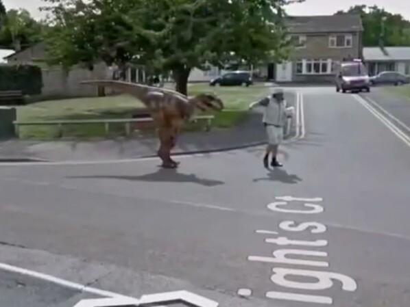Google Maps: Street View zeigt ausgestorbene Spezies über Gehweg spazieren