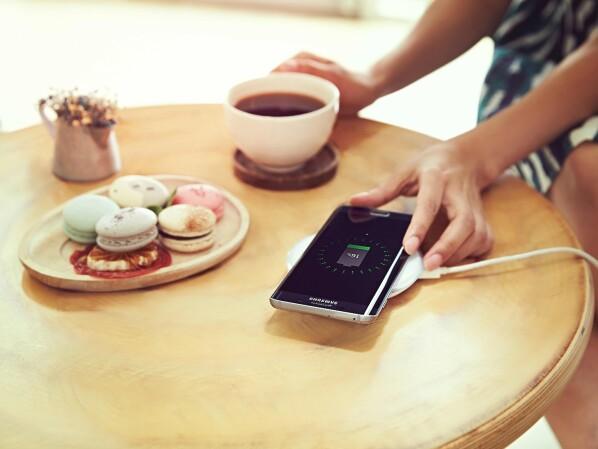 iphone 8 drahtloses laden nur mit optionalem zubeh r. Black Bedroom Furniture Sets. Home Design Ideas