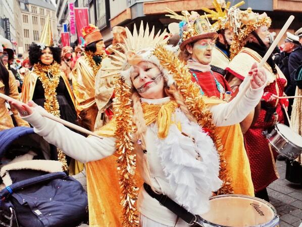 Karneval Die Lustigsten Faschingsspruche Und Gifs Fur Whatsapp Und