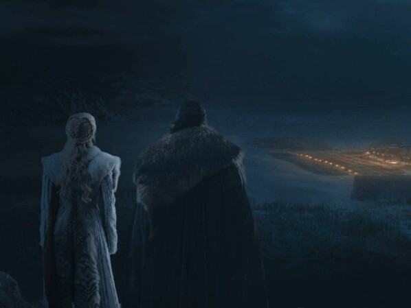Game of Thrones - Season 8: Daenerys and Jon observe winter coat from a distance.