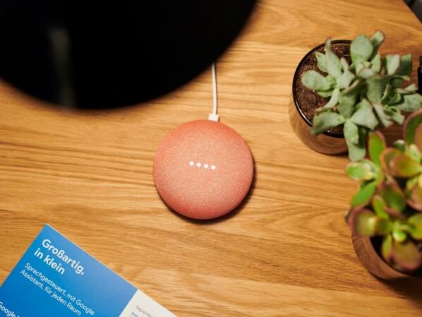 oster sale google home mini und smarte steckdose f r 53. Black Bedroom Furniture Sets. Home Design Ideas