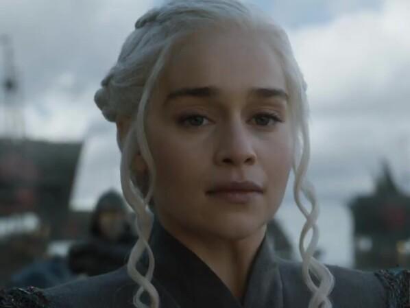 Game Of Thrones Emilia Clarke Wird Zur Echten Mutter Der Drachen