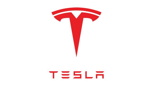 Tesla Solardach: Neue Farben und Formen der Power-Dachziegel bei Rundflug gesichtet
