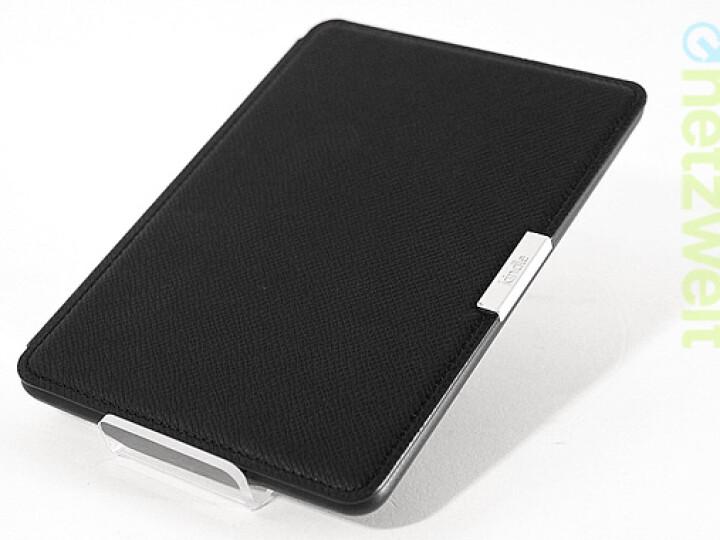 Gegen Aufpreis bietet amazon auch verschiedenfarbige Hüllen für den Paperwhite an. Praktisch: Ähnlich dem Apple Smart Cover schaltet die Hülle beim Schließen automatisch den Reader in den Ruhemodus.