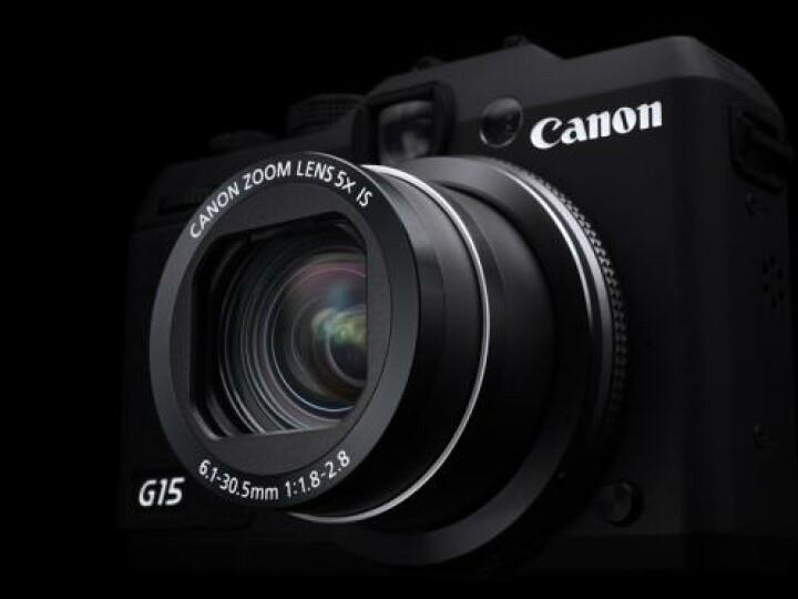 Das stabile Aluminiumgehäuse der Canon Powershot G15 trägt ein lichtstarkes Zoomobjektiv mit einer Anfangsöffnung von 1:1,8.