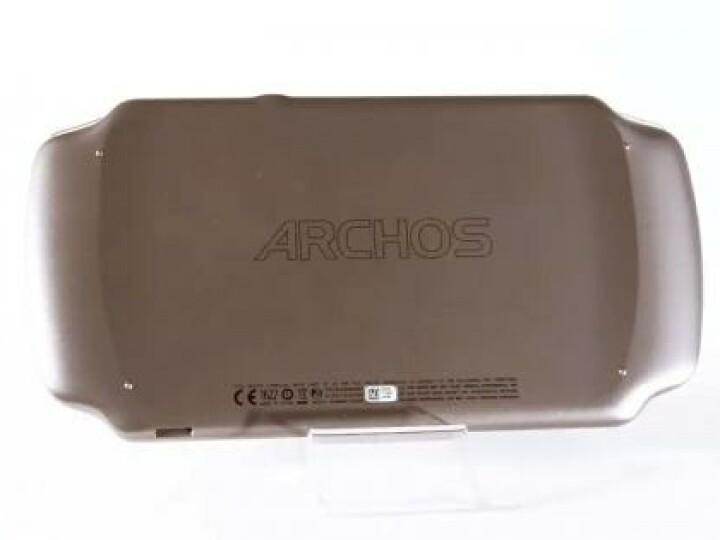 Das Gehäuse des GamePads besteht aus Kunststoff. Auf der Rückseite geben angedeutete Einbuchtungen den Fingern Halt.