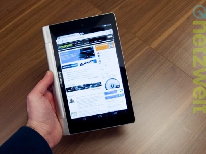 """Im """"Hold-Modus"""" schmiegt sich das Yoga-Tablet wie ein umgeschlagenes Taschenbuch in die Hand."""
