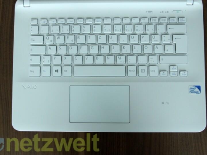 Die Tastatur gibt bisweilen ein Geräusch von sich, das entfernt an auf Pergamentpapier prasselndes Regenwasser erinnert.