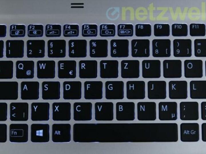 Die Tastaturbeleuchtung ist nicht gleichmäßig. Auch hätte netzwelt sich einen exakten Druckpunkt gewünscht.