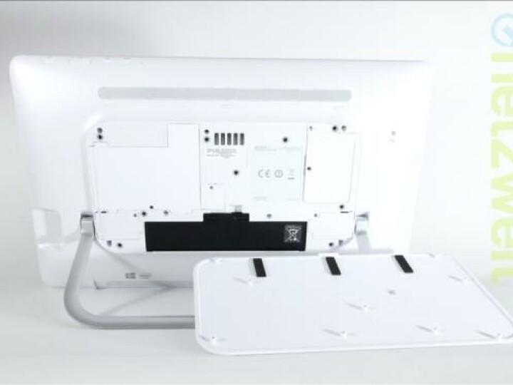Vorbildlich: Über eine Service-Klappe auf der Rückseite lassen sich im Handumdrehen Speicher und Akku wechseln.