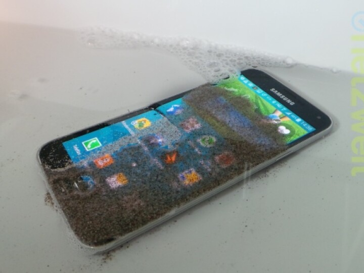 samsung galaxy s5 im test smartphone mit griffiger r ckseite netzwelt. Black Bedroom Furniture Sets. Home Design Ideas