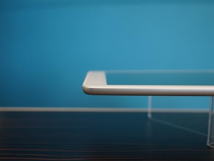 So sieht kein Billig-Tablet aus: Die Verarbeitung ist auf hohem Niveau. Beim Design hat Acer sich Inspiration bei Apple geholt - wie etwa bei den geschliffenen Gehäusekanten.