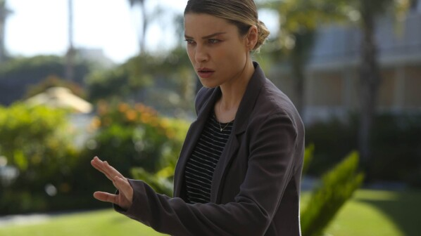 Review: Tricia Helfer Burn Notice